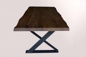 Tavolo in rovere massiccio con gambe in ferro