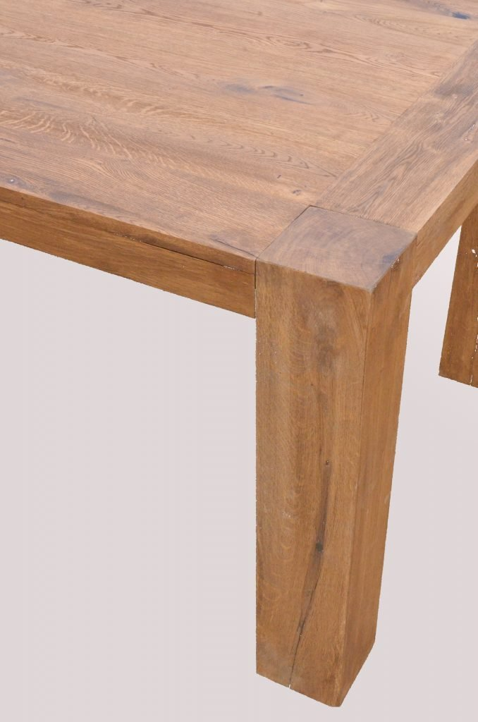 Tavolo in rovere massiccio con gambe a vista